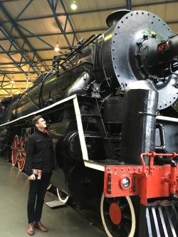 Kaz sizes up a train
