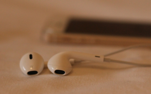 Image of iPhone earbuds and phone