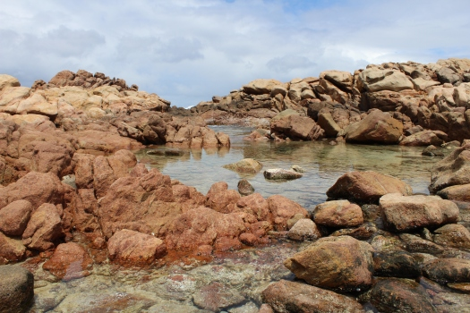Red rocks and clear waters of Canal Rocks